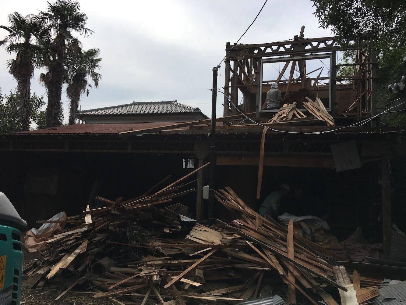 鉄骨2階建て小屋の解体