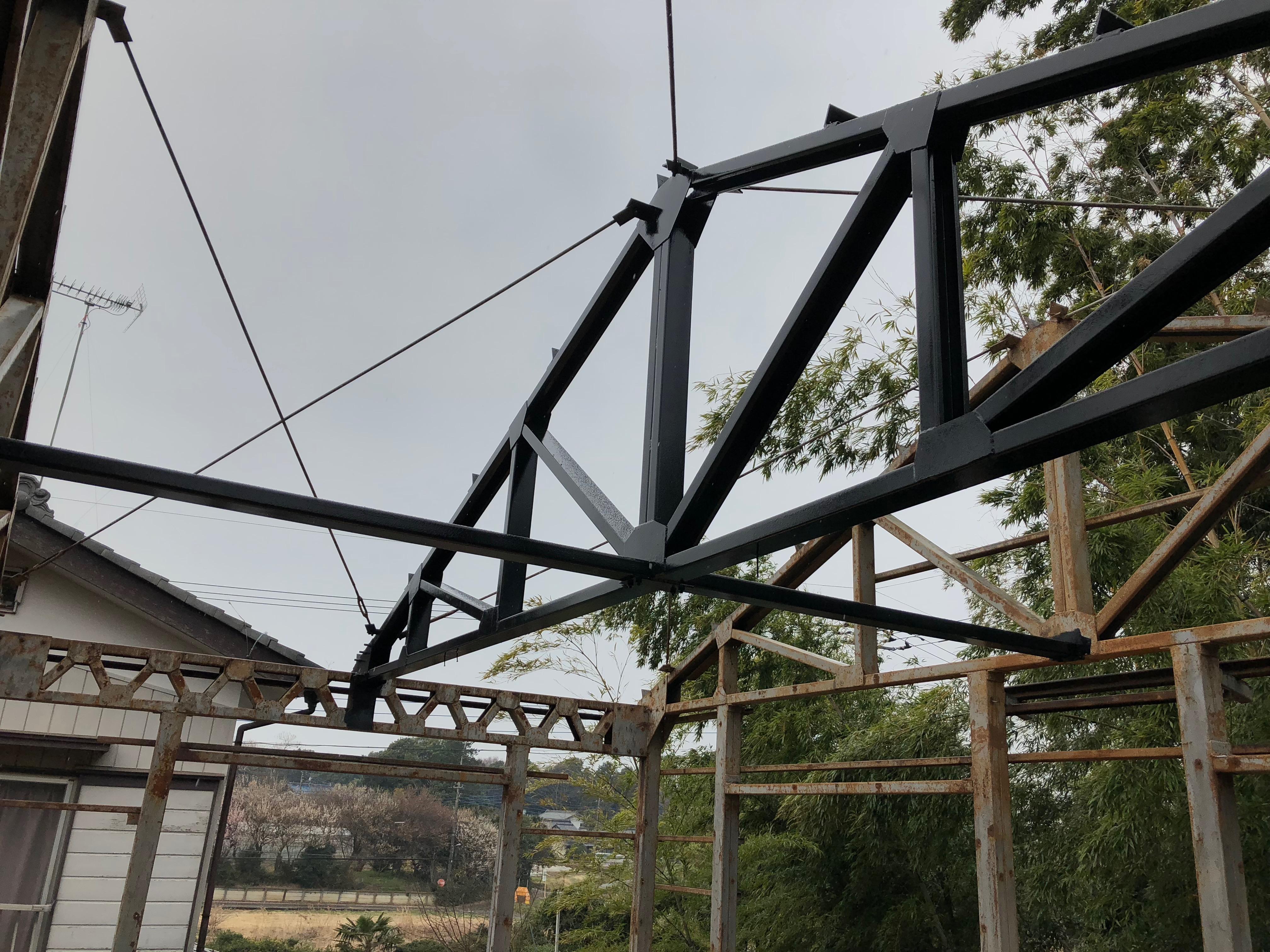 基礎工事01 -鉄骨の錆び落としとペンキ塗り-