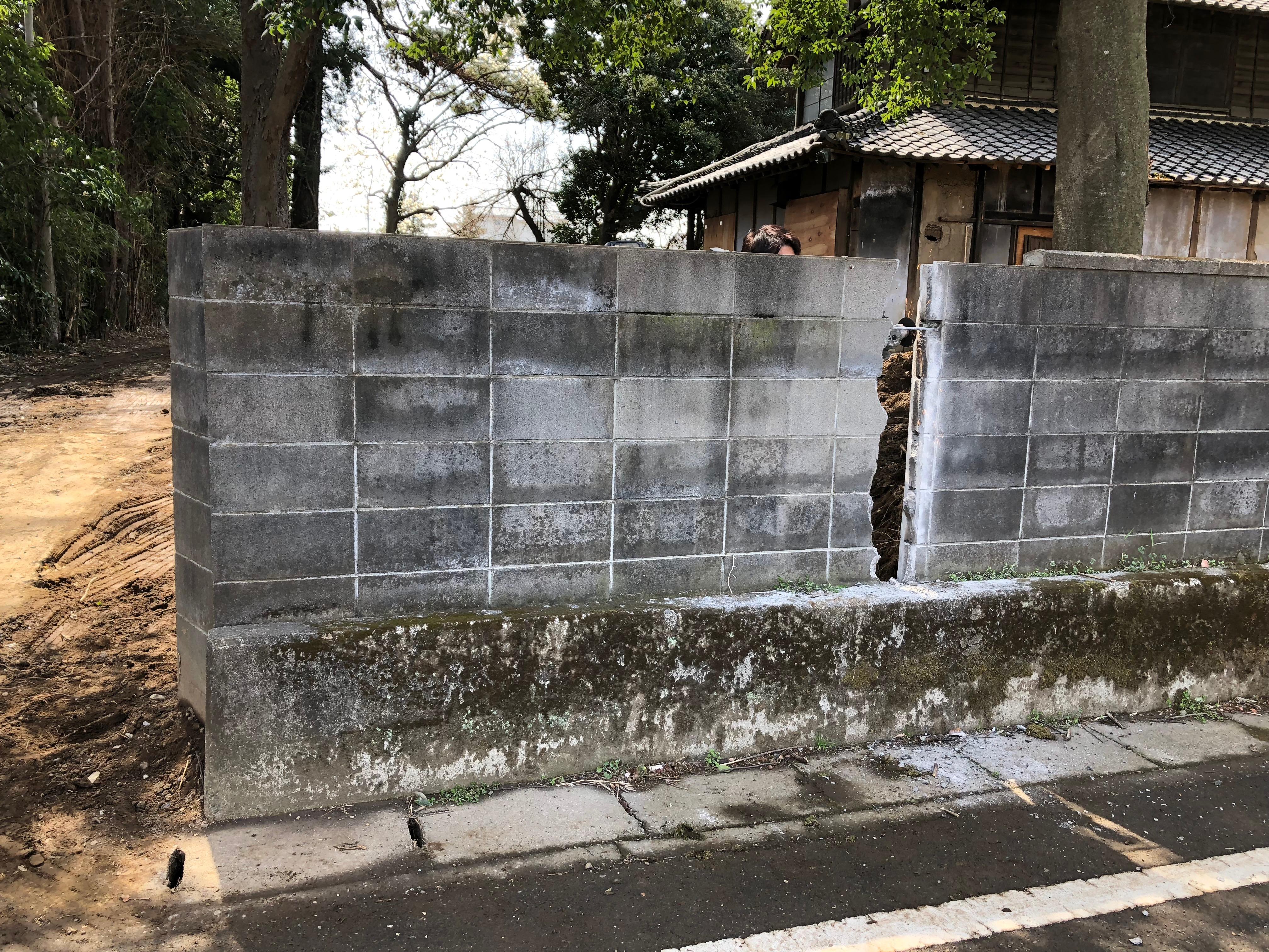 外構工事05 -入口拡張のためブロック塀破壊-