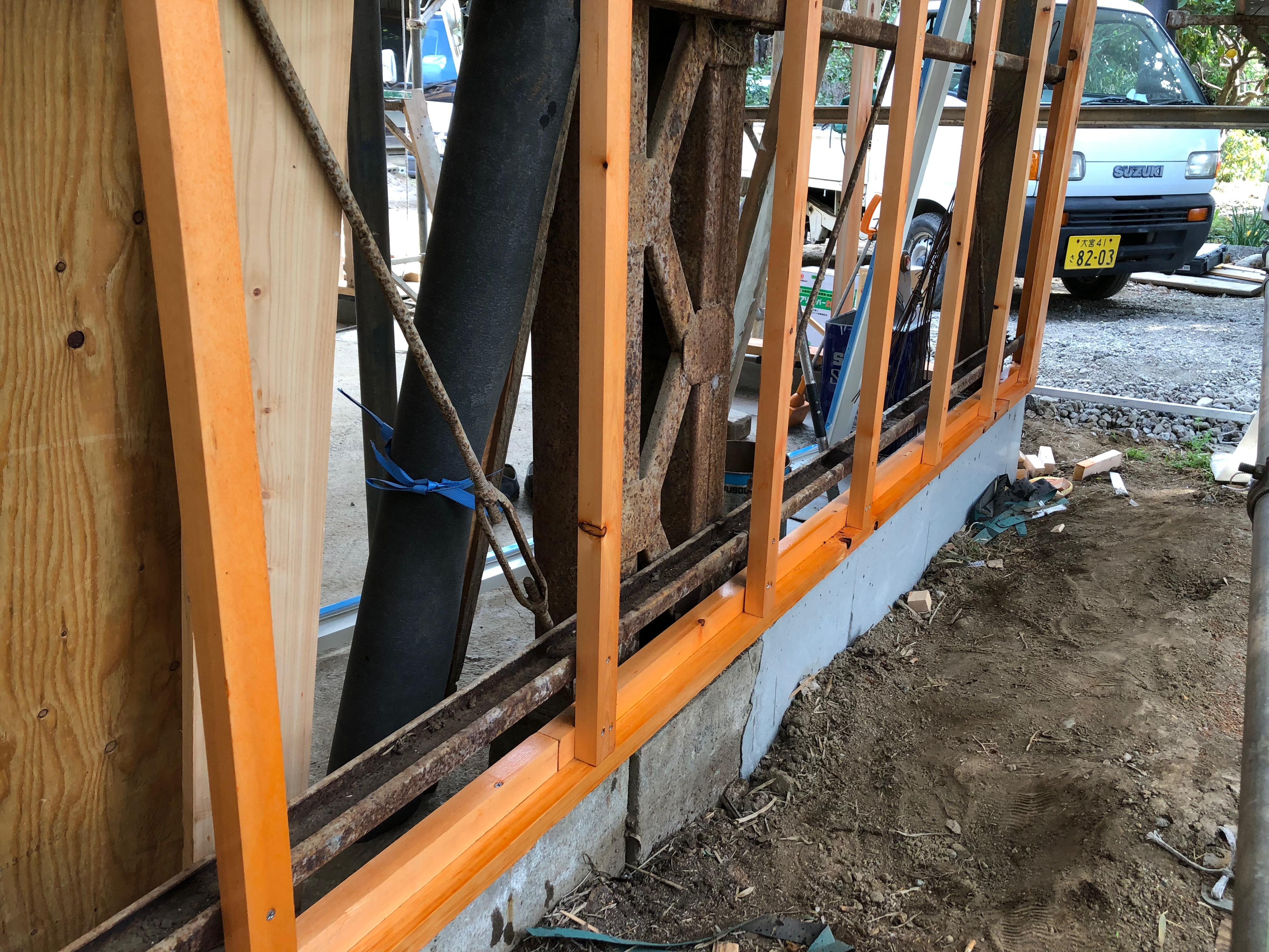 壁天井工事02 -外壁下地。防虫防腐剤の塗布。タケノコ初収穫。-