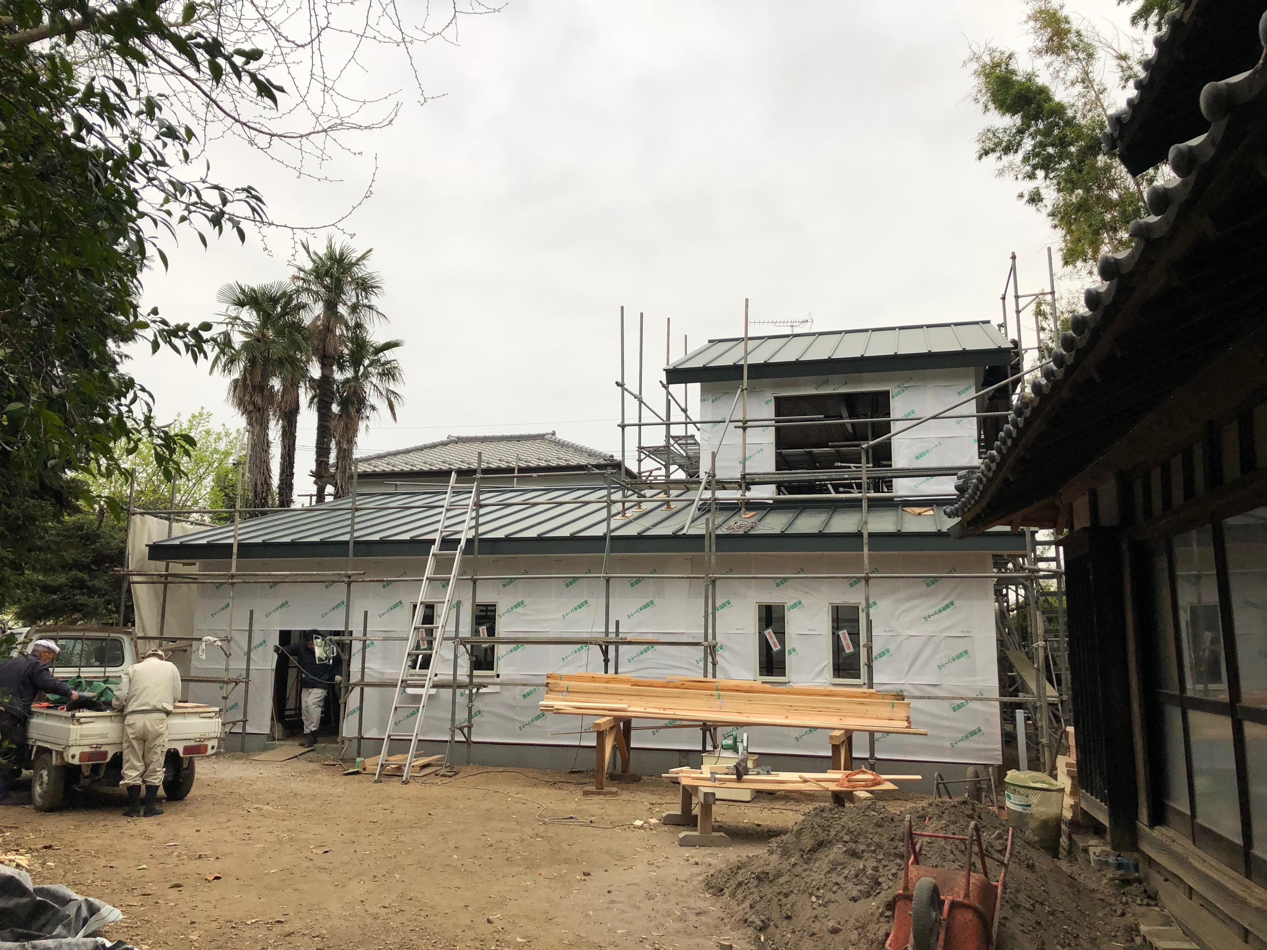 壁天井工事03 -透湿防水シート貼付。-